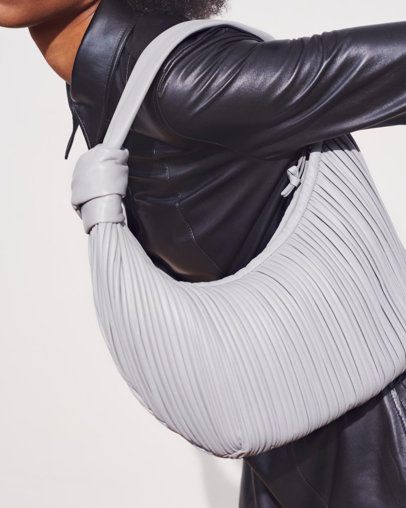 Neous introduces bags