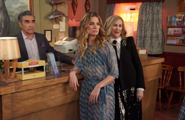 SCHITT'S CREEK, from left: Eugene Levy, Annie Murphy, Catherine O'Hara, 'The Olive Branch', (Season 4, ep. 409, originally aired March 20, 2018). photo: Christos Kalohordis / ©CBC / courtesy Everett Collection