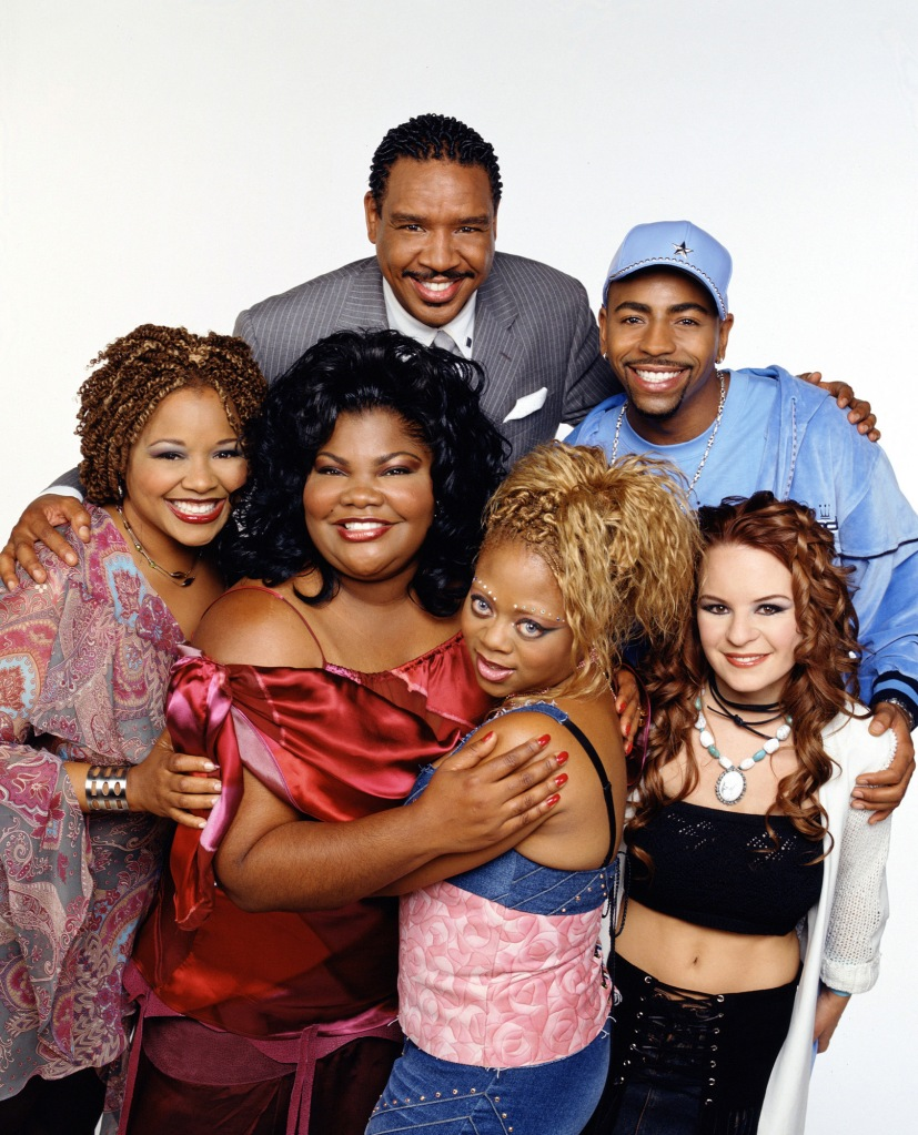 Promotional portrait of the cast of the UPN television series 'The Parkers,' Los Angeles, California, August 23, 2002. Back row, left to right, American actors Dorien Wilson and Ken Lawson, front row, left to right, Yvette Wilson, Mo'Nique, Countess Vaughn, and Jenna von Oy. (Photo by Tony Esparza/CBS Photo Archive/Getty Images)