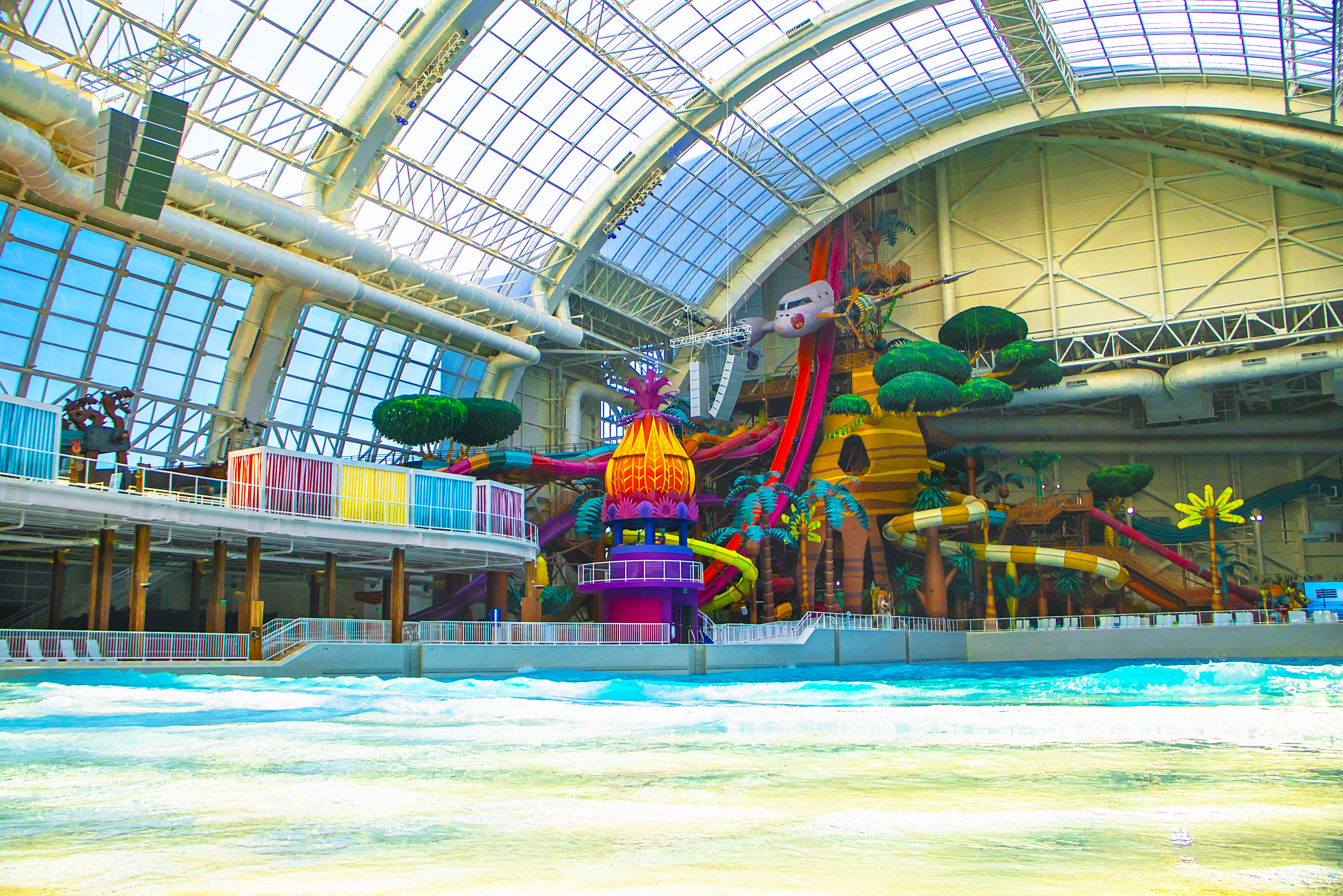 The 1.5-acre indoor wave pool at American Dream.