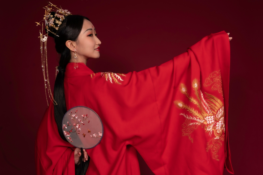 A member of New York Hanfu Corporation pose for a photoshoot.