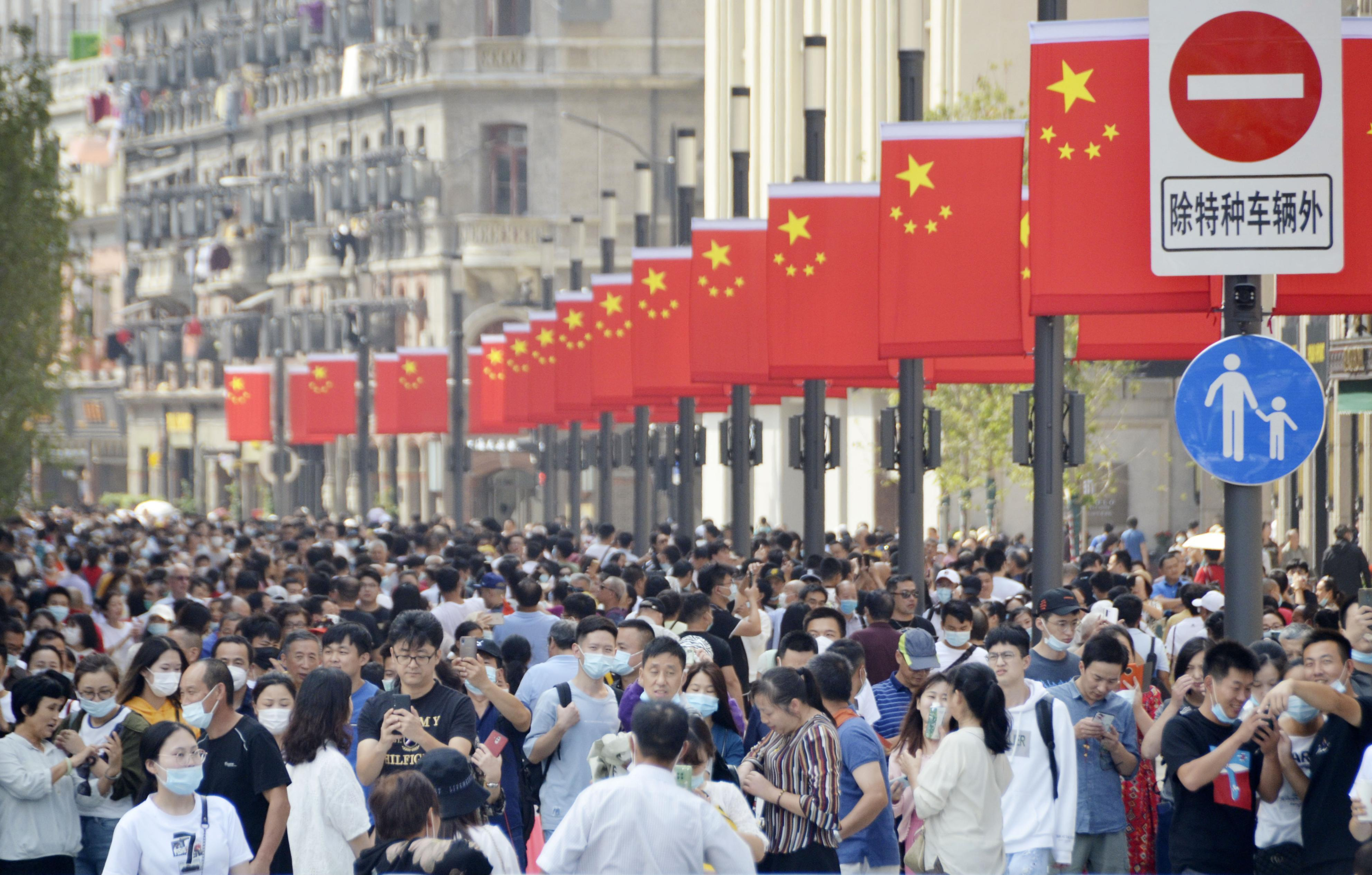 A sightseeing spot in Shanghai is crowded with tourists on China's National Day.