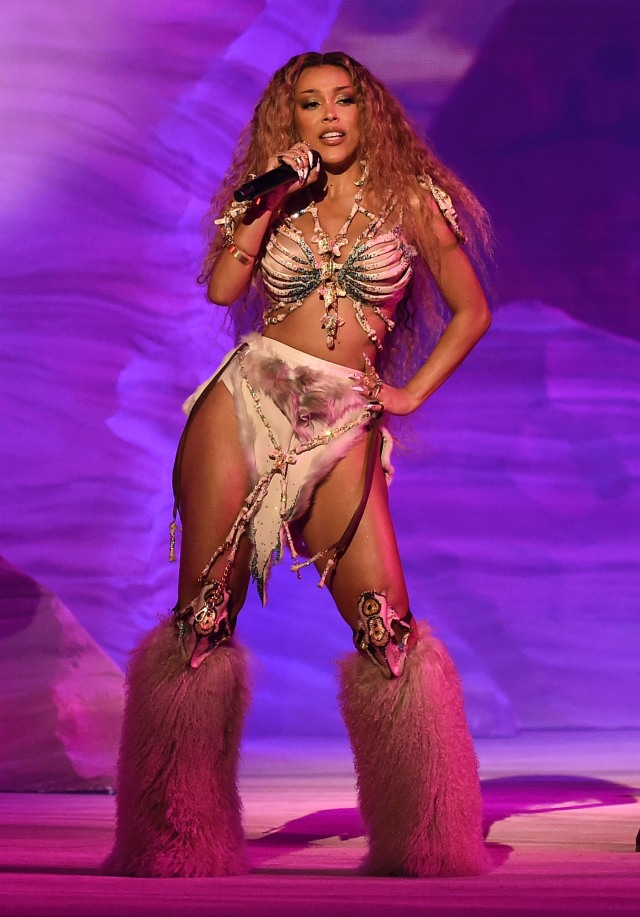 """THE 2020 AMERICAN MUSIC AWARDS - """"The 2020 American Music Awards"""", hosted by Taraji P. Henson aired from the Microsoft Theater in Los Angeles, SUNDAY, NOV. 22 (8:00-11:00 p.m. EST), on ABC. (ABC)DOJA CAT"""
