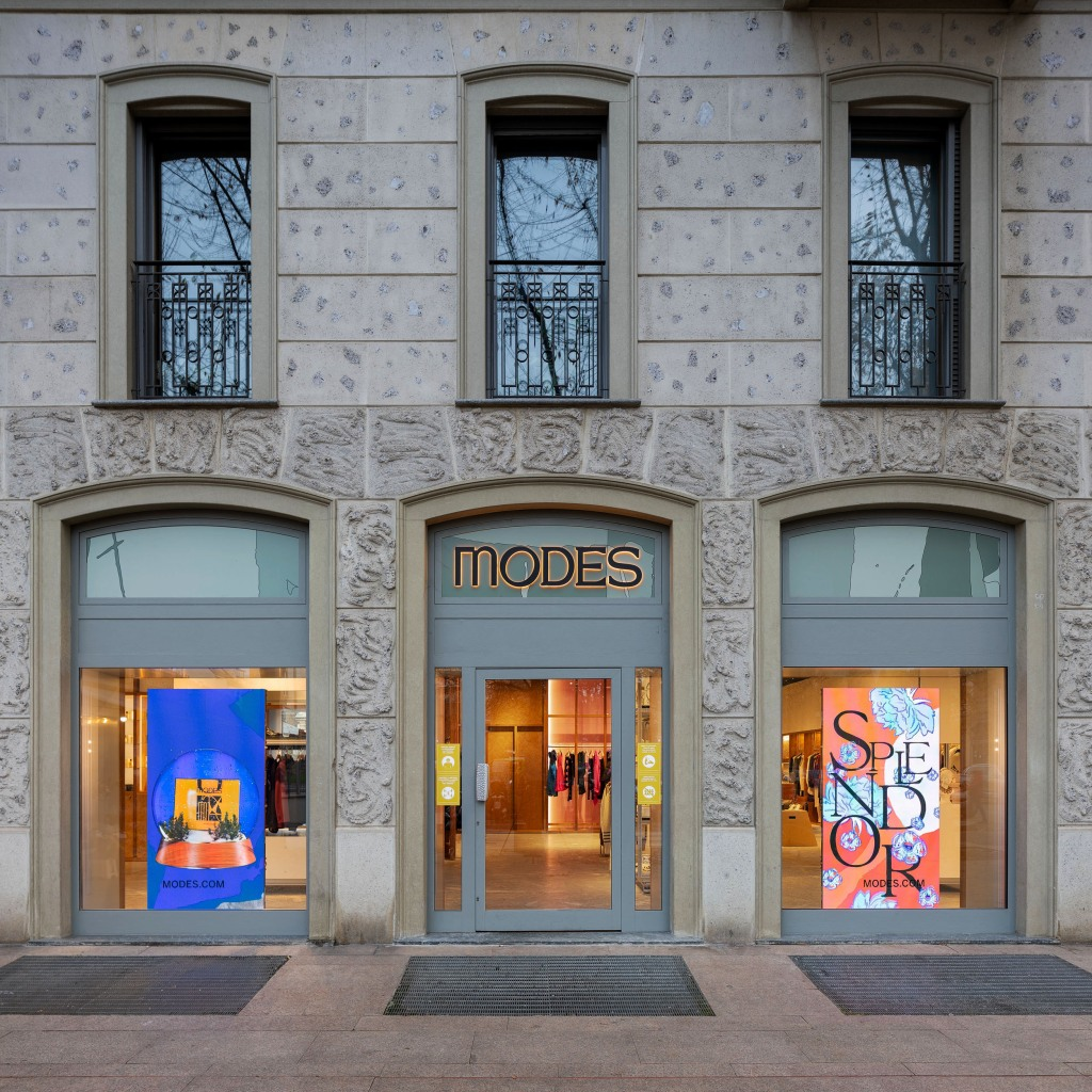 Modes' Holiday windows in Milan