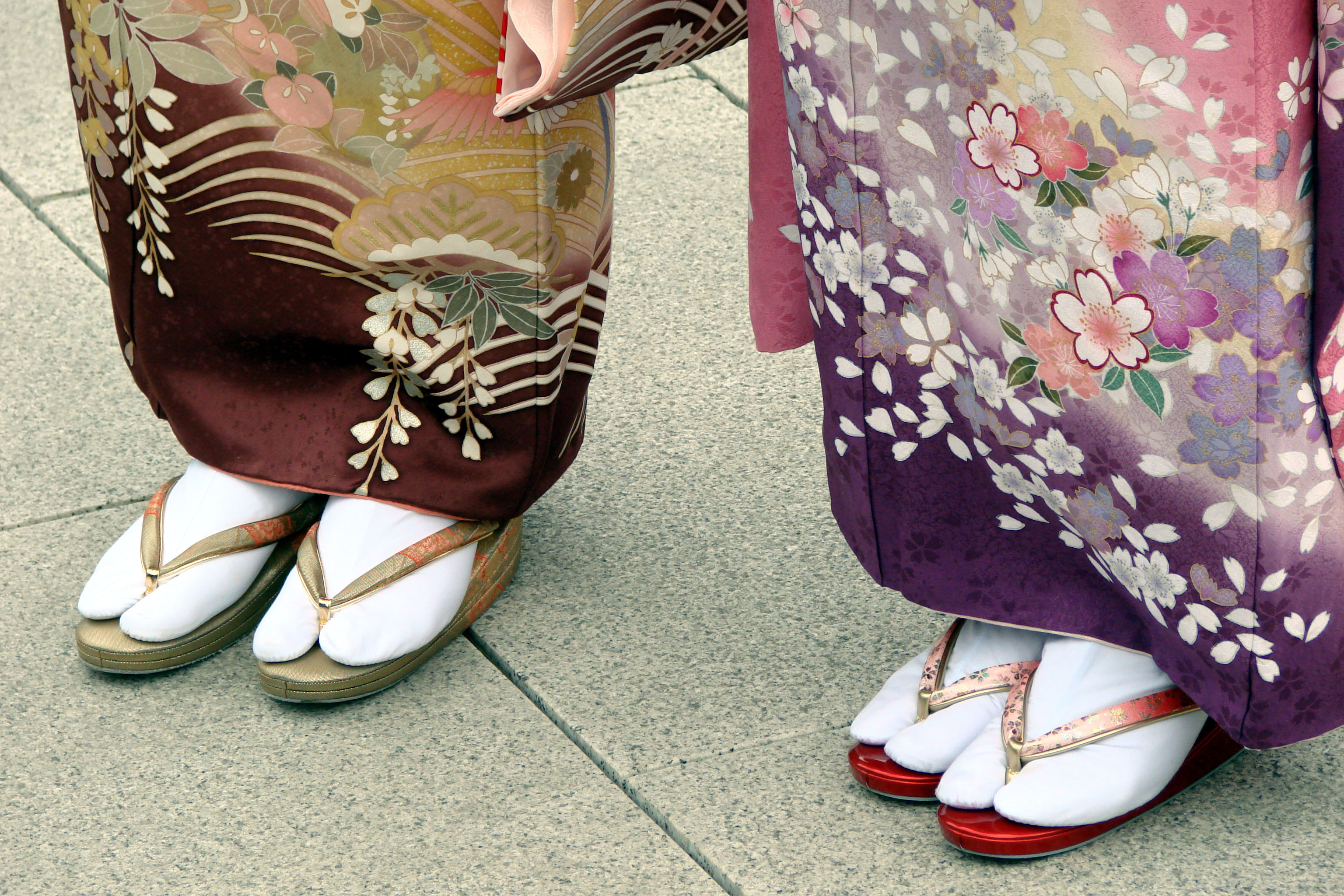 Japanese women in Tabi and Sori.