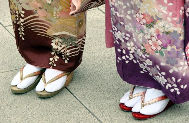 Japanese women in Tabi and Sori.