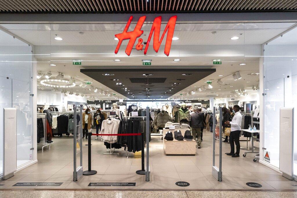 Black Friday (H&M) centre commercial Cap 3000, un des plus grands centres commerciaux de france avec 135000 m2 de surface shopping, Saint Laurent du Var FRANCE - 04/12/2020 (Sipa via AP Images)