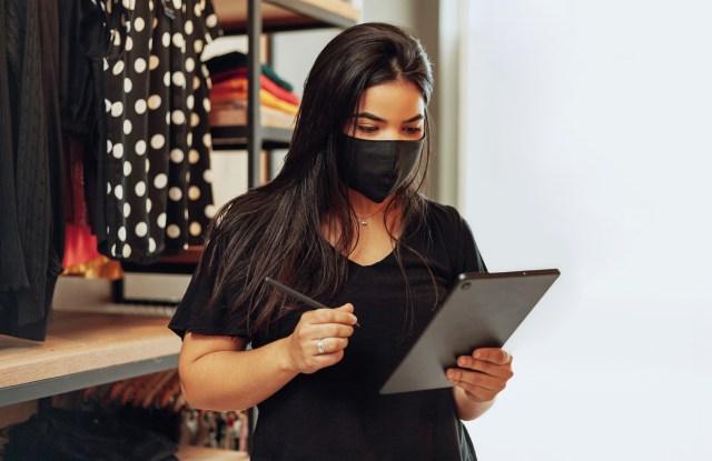 ipad mask store associate coronavirus