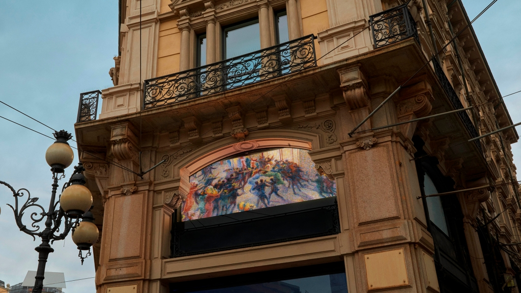 One of the screens installed by Luxottica in Piazza Cordusio in Milan.
