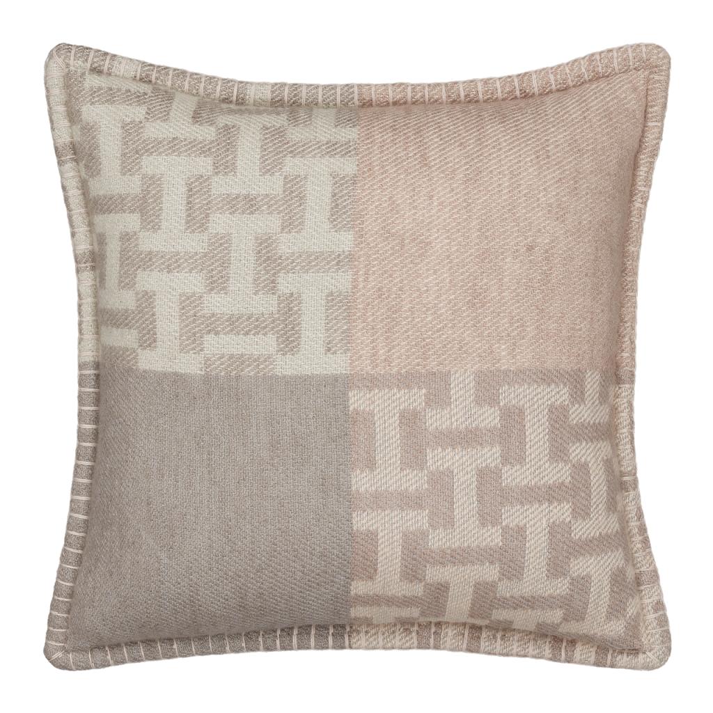 2020 Home Trends Hermès Avalon Terre d'H Pillow