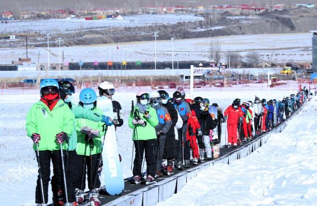 Visitors ski at the Silkroad Resort in Urumqi city, northwest China's Xinjiang Uyghur autonomous region, 21 November 2020. (Imaginechina via AP Images)