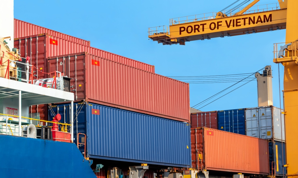 vietnam port container crain