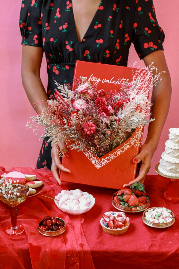 """25 Unexpected Ways To Say """"I Love You"""" this Valentine's Day, Pop Up Florist Hey Valentine Box"""
