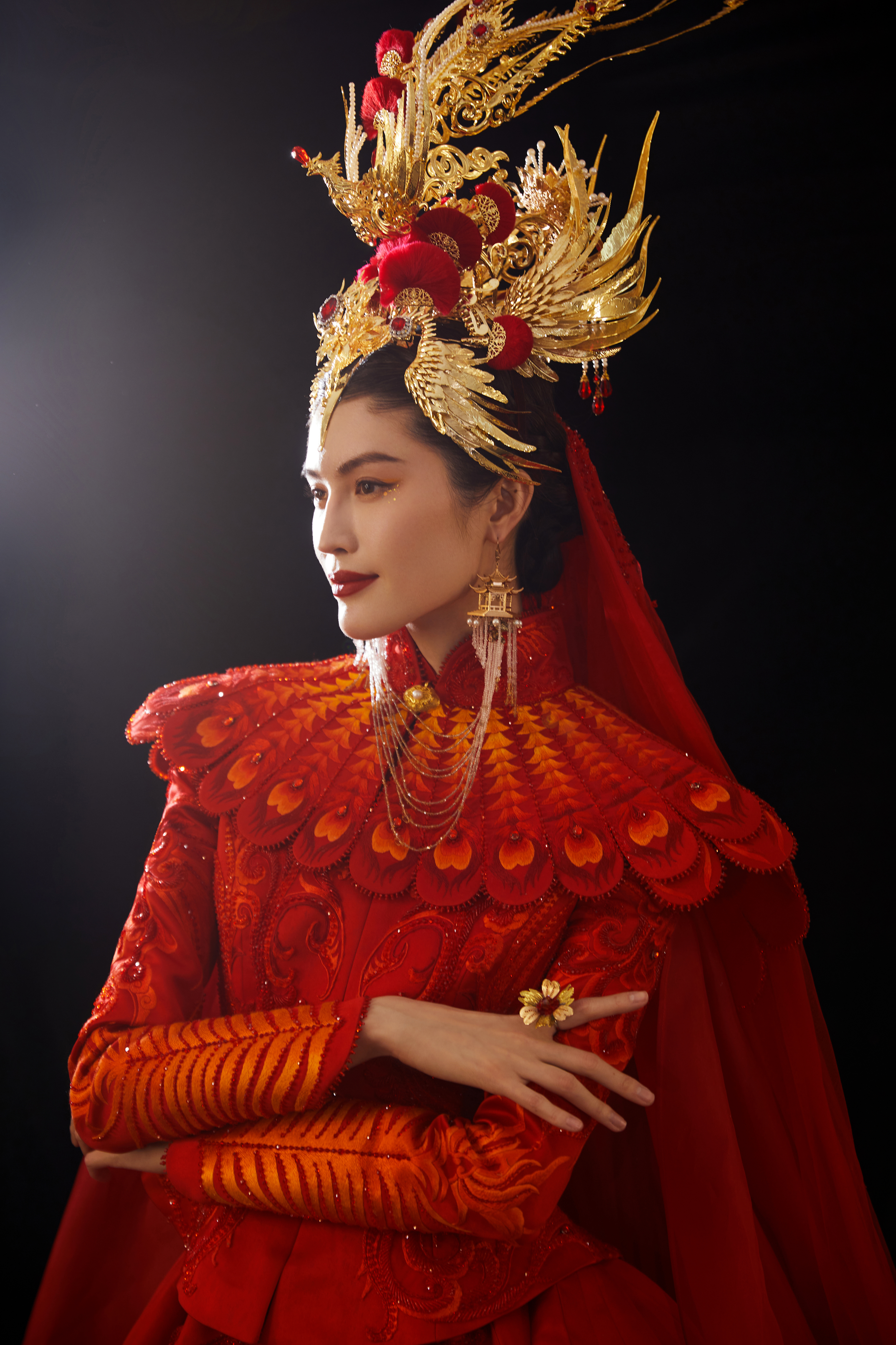 Model Sui He wears a look inspired by Chinese elements for the Spring Festival Gala 2021.
