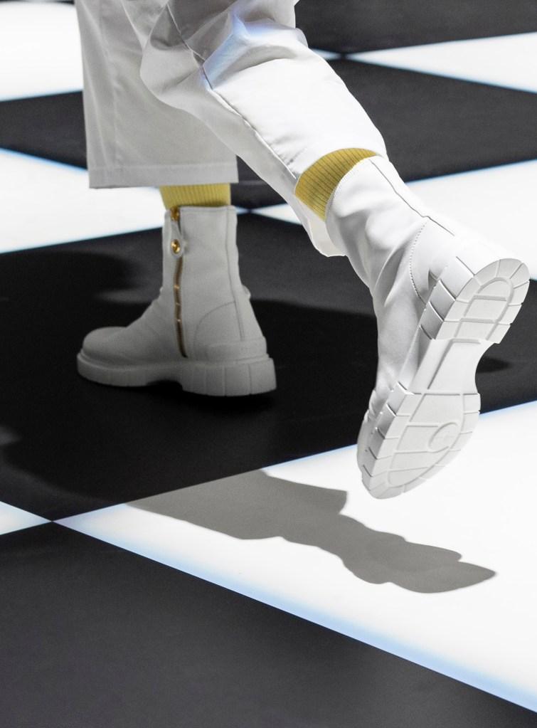 یک بوت از مجموعه Car Shoe fall 2021.