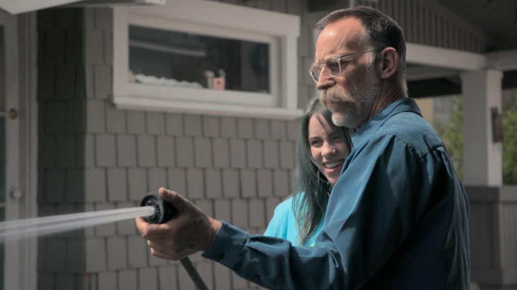 Billie Eilish y su padre, Patrick O'Connell, en