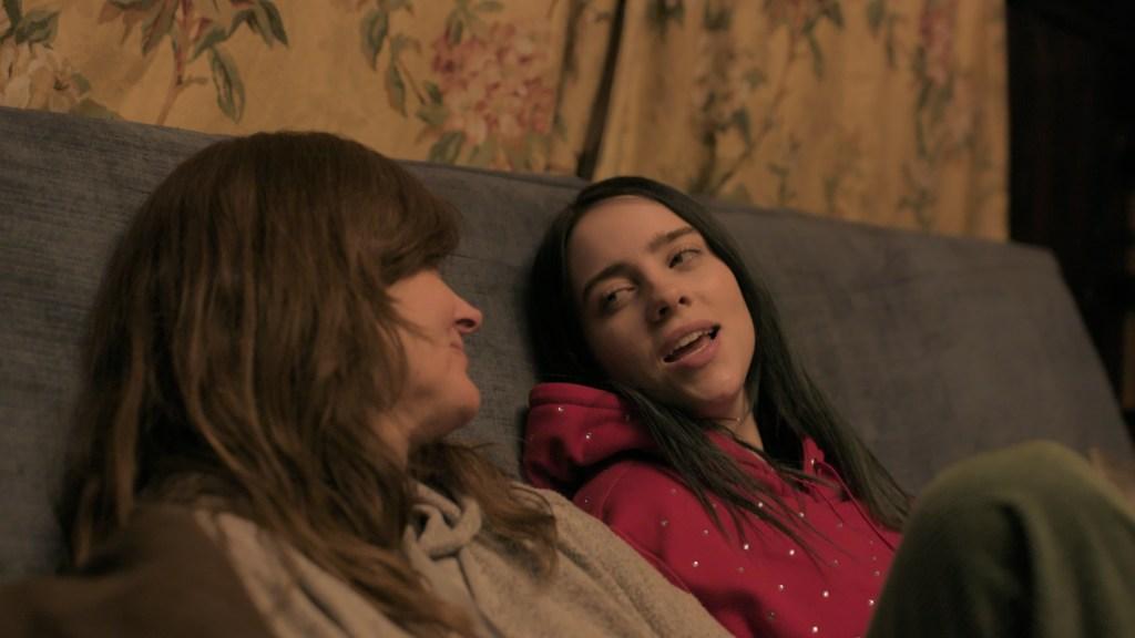 Billie Eilish y su madre, Maggie Baird, en