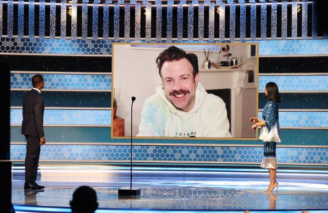 Jason Sudeikis' Golden Globes Tie-Dye Hoodie Was a Tribute to His Sister's Fitness Studio.jpg