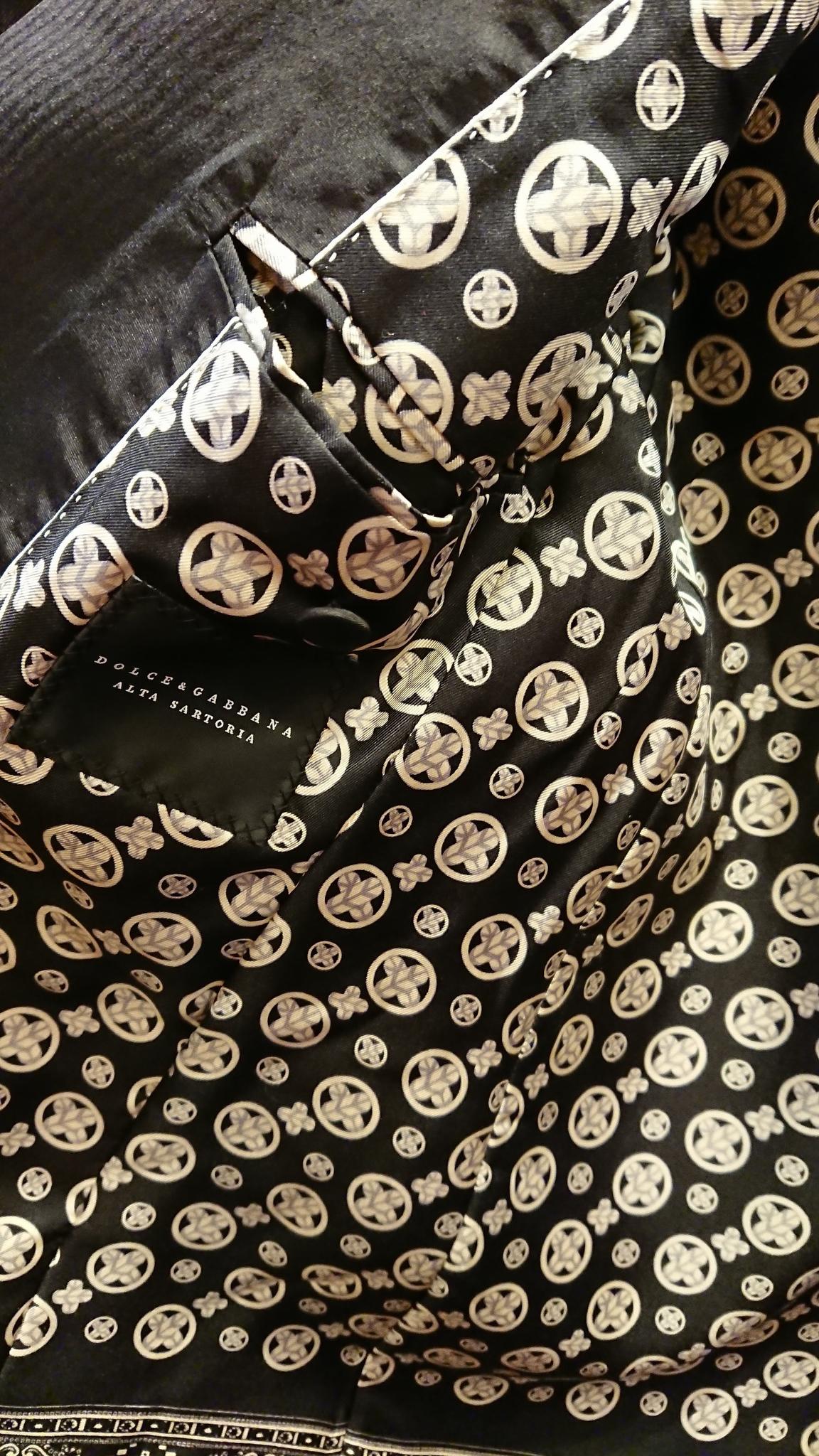 Details from Nobu ToriiÕs Dolce & Gabbana piece