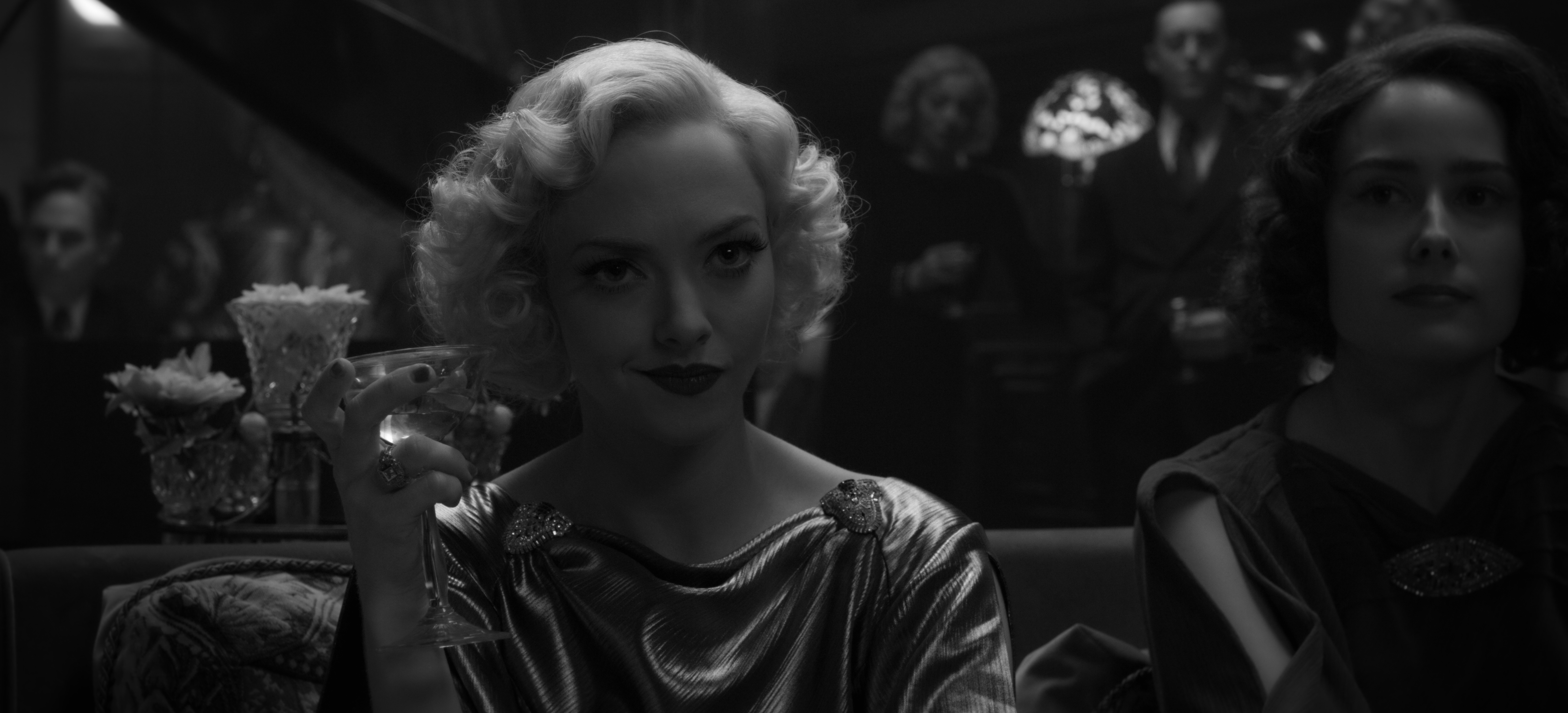 """How to Recreate Amanda Seyfried's Old Hollywood Glamour Look in """"Mank"""""""