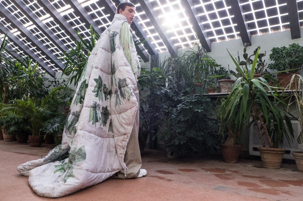 A look designed by Polina Popova and photographed at the Serre Torrigiani greenhouse.