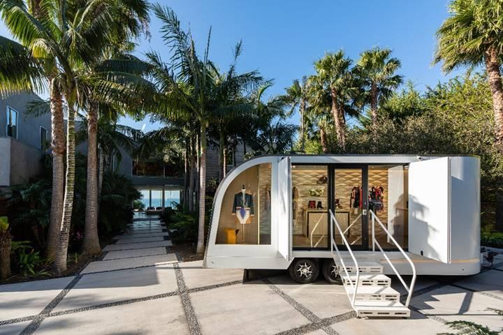 Louis Vuitton mobile store