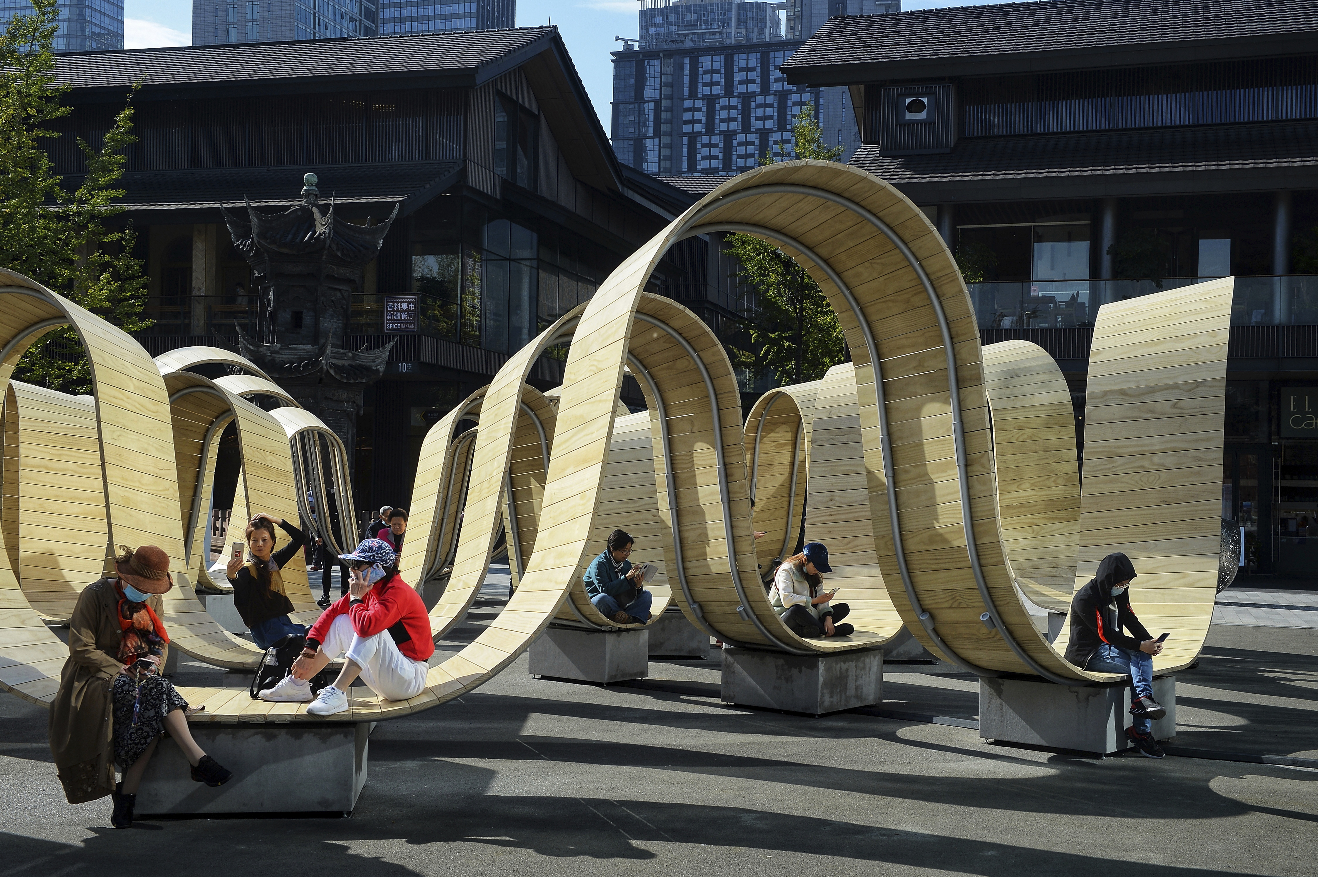 """The art installation named """"Please Be Seated,"""" which is designed by British designer Paul Cocksedge and was exhibited during London Design Festival, is demonstrated at Sino-Ocean Taikoo Li in Chengdu."""