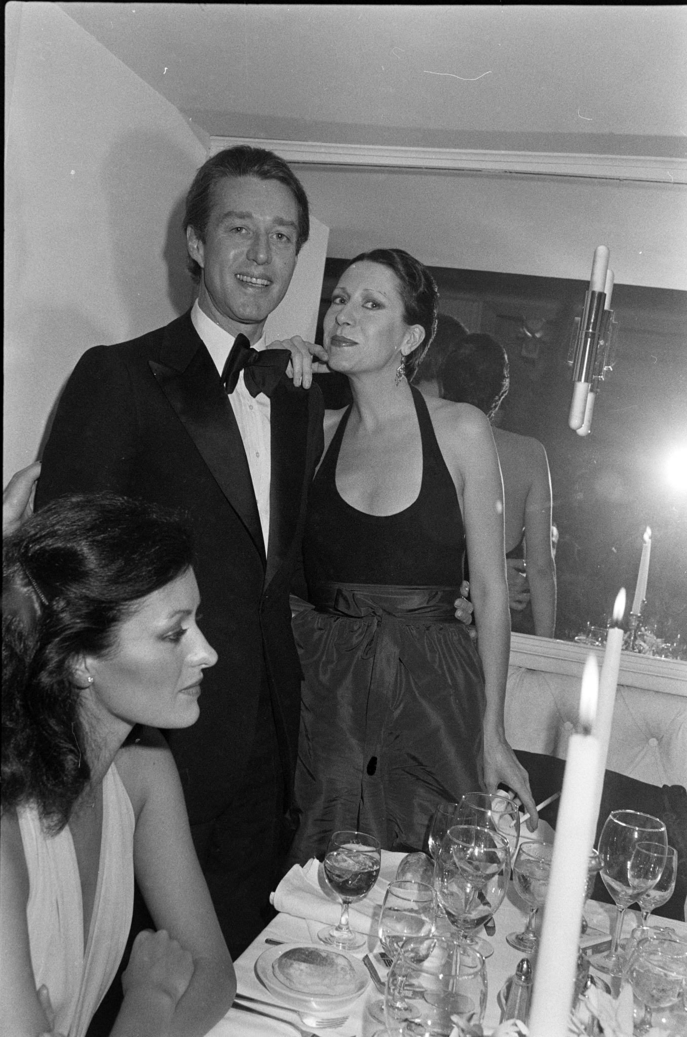 هالستون و السا پرتی در یک مهمانی در پریو در شهر نیویورک شرکت کردند