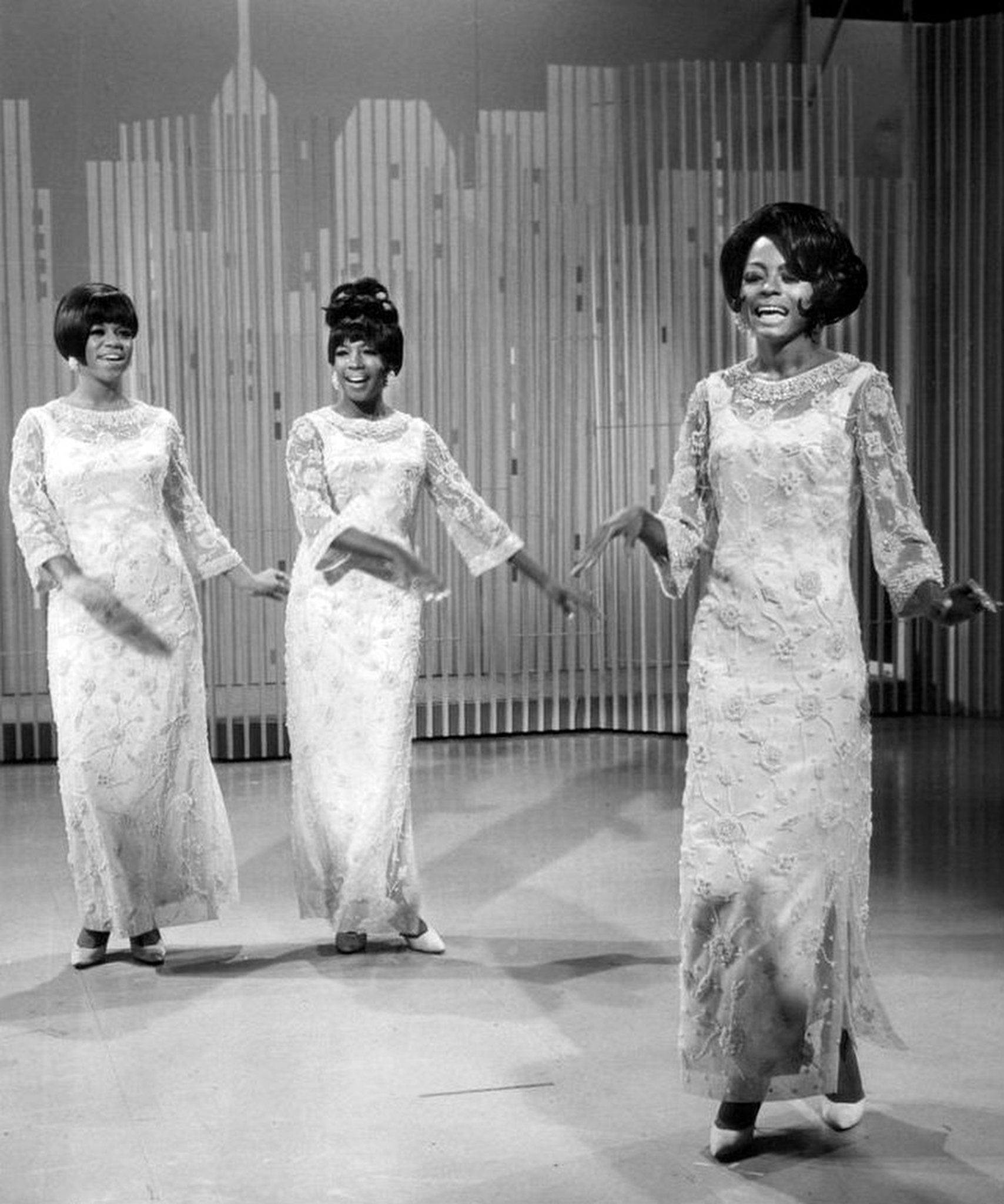 The fashion of the Sixties is celebrated with the fashion of the Twenties.