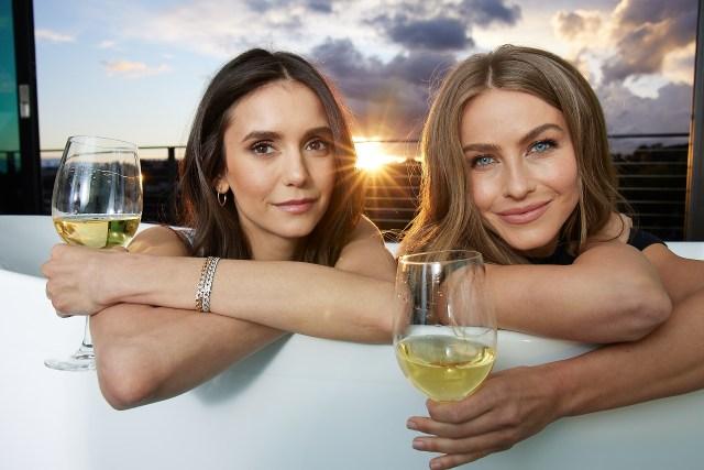 نینا دوبرو و جولیان هوف شراب شراب تازه شراب را اعلام می کنند