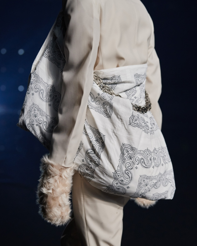 Details at Givenchy RTW Fall 2021.