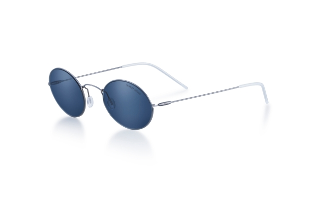 عینک آفتابی Giorgio Armani's Icon Titanium تولید شده توسط Luxottica.