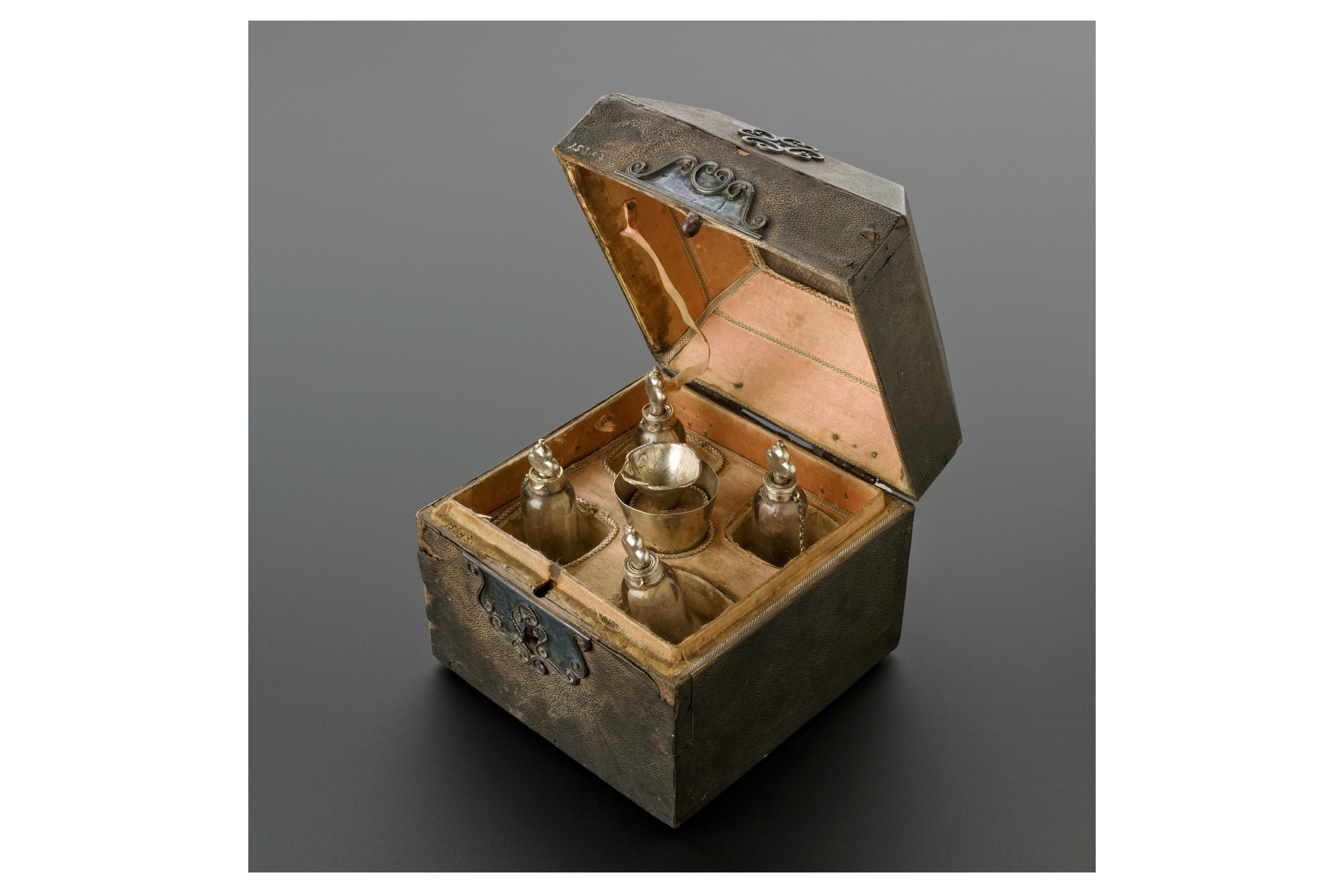 Leather covered perfume case, Netherlands, 1671-1700.