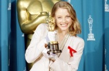 "Jodie Foster shows off her Oscar backstage at the 64th annual Academy Awards in Los Angeles, Ca., March 30, 1992.  Foster won best actress in a leading role for her performance in ""Silence of the Lambs.""  (AP Photo/Bob Galbraith)"