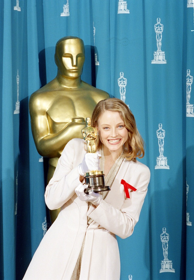 """Jodie Foster shows off her Oscar backstage at the 64th annual Academy Awards in Los Angeles, Ca., March 30, 1992.  Foster won best actress in a leading role for her performance in """"Silence of the Lambs.""""  (AP Photo/Bob Galbraith)"""