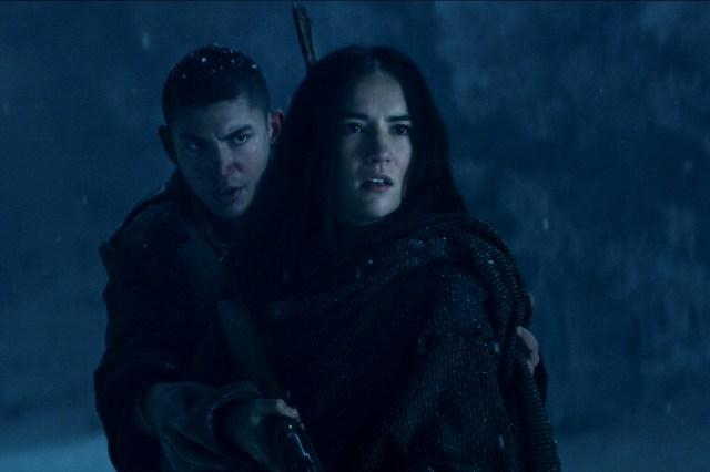 جسی می لین در نقش آلینا استارکوف و آرچی رنوکس در نقش مالین اورتسف در