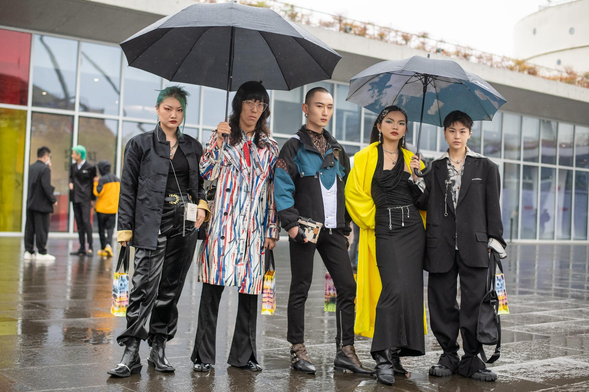Street style at Shanghai Fashion Week 2021.