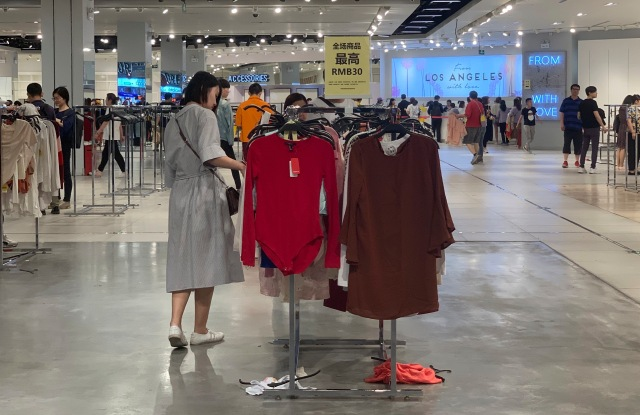 Customers shop at a store of Forever 21 to close down at a shopping mall in Beijing, China, 20 May 2019. A growing number of foreign fast fashion brands that used to fill the wardrobes of young Chinese have been going out of style. On Thursday afternoon, the three-story Forever 21 store on Changde Road in Shanghai was in disarray. The store was holding a big fire sale to liquidate its inventory, with all items selling for 30 yuan ($4.38) or less. Some counters were cluttered with piles of dumped shoes and clothes, and customers were rummaging through the piles as if searching for treasures in a rubbish heap. A salesperson at the store told the Global Times on Sunday that Forever 21 is soon going to exit the mainland market, but she said she hadn't heard from the company about the exact date.  (Imaginechina via AP Images)