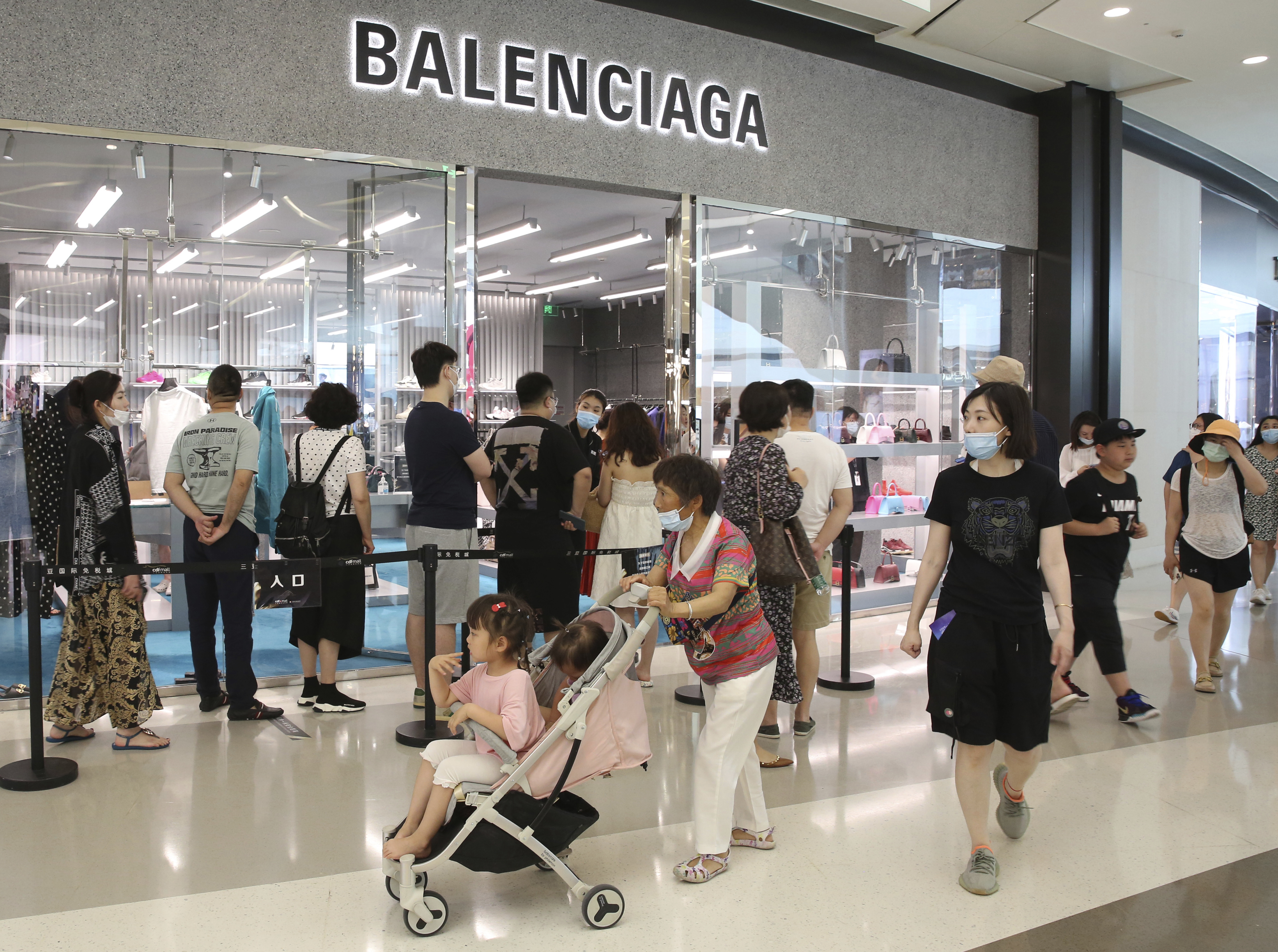 ManMany people gather to buy duty-free goods at a duty-free shop in Sanya, Hainan Province on May 1, 2021. The consecutive holidays of International Workers' Day (May Day) continued until May 5th. y people gather to buy duty-free goods at a duty-free shop in Sanya City, Hainan Province on May 1, 2021. The consecutive holidays of International Workers' Day (May Day) will continue until May 5th. ( The Yomiuri Shimbun via AP Images )