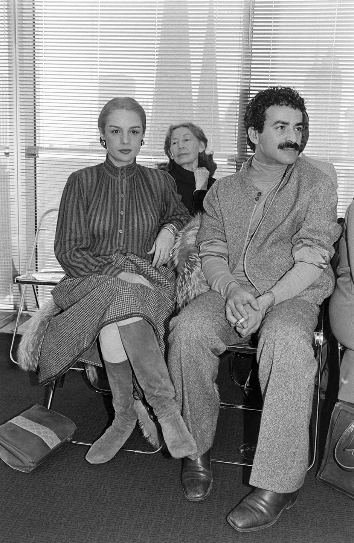 طراح کارولینا هررا و هنرمند ویکتور هوگو در Halston RTW Spring 1979 در صف اول نشسته اند