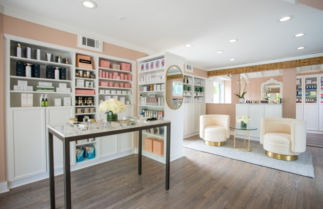 Knockout Beauty Opens Franchised Boutique on Long Island.jpg