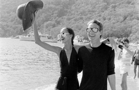 "Designer Roy Halston and model Pat Cleveland on the beach during Braniff's ""Three Evenings to Remember in Acapulco"" event on March 16,1977."