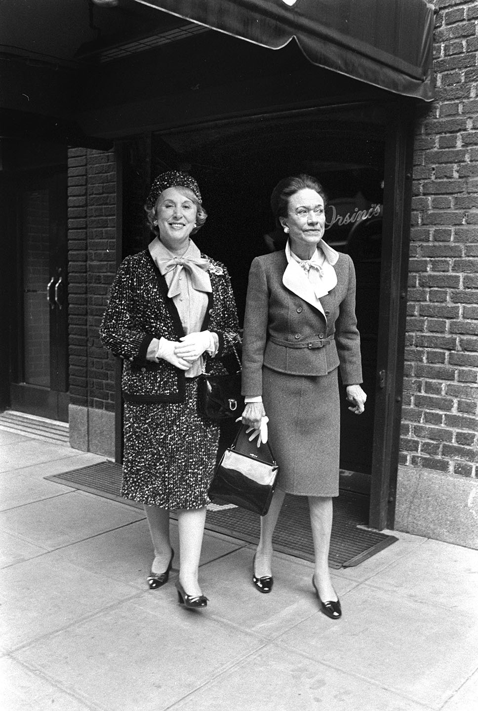 Estee Lauder and The Duchess of York, Wallis Simpson at Orsini's Restaurant in New York, 1974.
