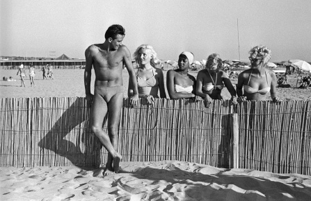 Walter Chiari in Fregene, 1959.