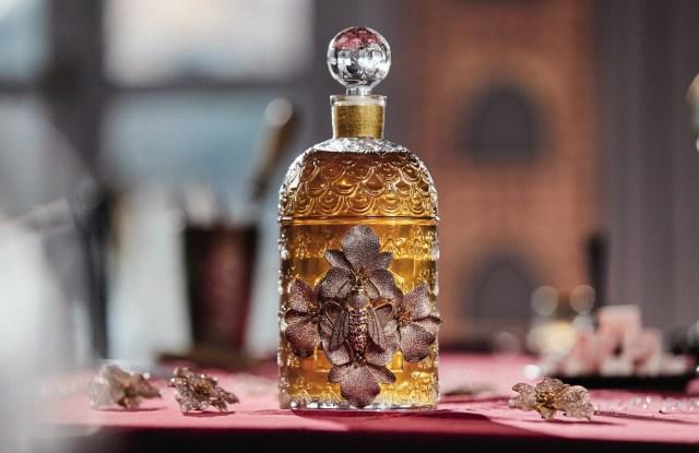 Begüm Khan decorated a Guerlain fragrance bottle.