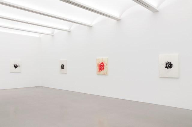 Installation View of Jean-Michel Othoniel: Wild Rosebuds at Perrotin New York, 2021.