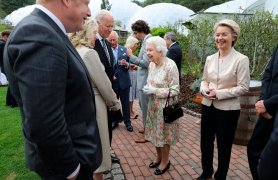 G7 Summit. Queen Elizabeth II speaks to US President Joe Biden and his wife Jill as she attends a reception at the Eden Project with Prime Minister Boris Johnson and G7 leaders, during the G7 summit in Cornwall. Picture date: Friday June 11, 2021. See PA story POLITICS G7. Photo credit should read: Jack Hill/The Times/PA Wire URN:60306820 (Press Association via AP Images)