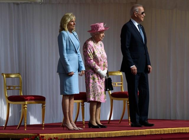 Britain's Queen Elizabeth II stands with US President Joe Biden and First Lady Jill Biden at Windsor Castle near London, Sunday, June 13, 2021. (AP Photo/Alberto Pezzali)