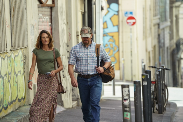 """Camille Cottin (left) stars as """"Virginie"""" and Matt Damon (right) stars as """"Bill"""" in director Tom McCarthy's STILLWATER, a Focus Features release. Credit Jessica Forde / Focus Features"""