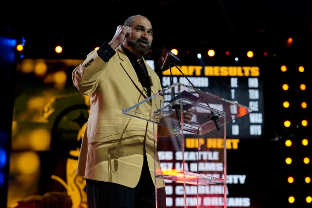 Franco Harris announces the Pittsburgh Steelers pick during the second round of the NFL Draft.